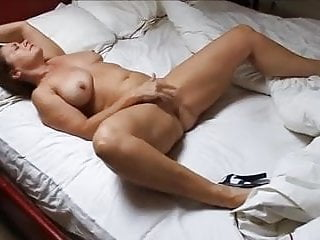 Mature cougar Marjan camper Gessil wanking to climax