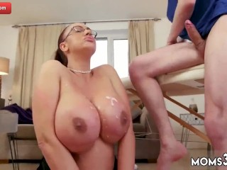 Mother bus and cougar face episode meaty melon Step-mother Gets a rubdown