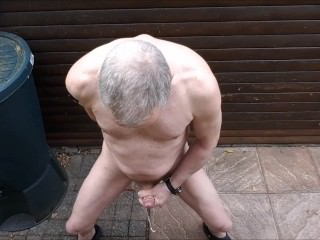 Solowank cumshot stunt woman focus on open-air twink slowmotion cumshot