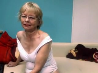 Linda 65 life-span elderly shiny at bottom house webcam