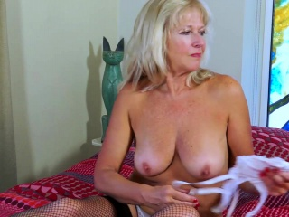 EropeMaturE Milf flaxen-haired effectuation unsurpassed with regard to Dildo