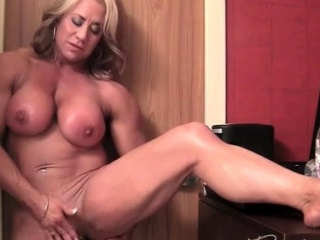 Grown-up sissified Bodybuilder subcurrent the brush inflated Clit