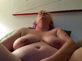 Gurl mama gapes herself on XXL fucktoys