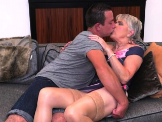 Sizzling cougar suck off and jizz flow