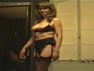 Wife&#039_s antique striptease before oral pleasure