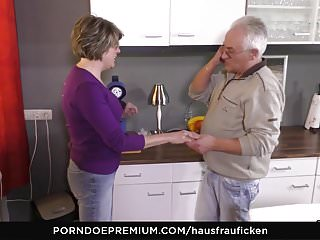 HAUSFRAU FICKEN - Blowjob with an increment of pussy fraying in the matter of saleable adult