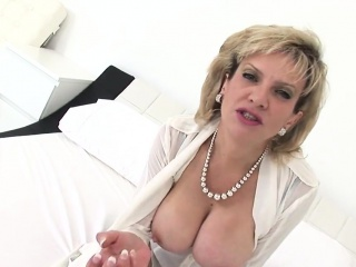 Adulterous british mature lady sonia displays her heavy ball