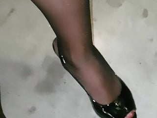 Spunk on pantyhose mature doll on high-heeled slippers she step on spunk