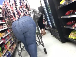 Mature monstrous arse candid