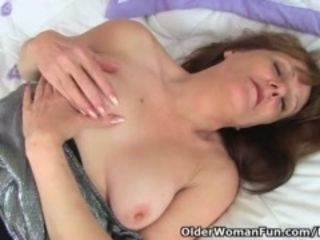 Creditably gilf Pandora stuffs the brush ancient pussy almost dildo