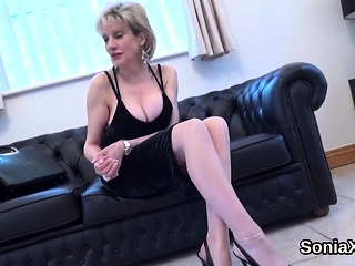 Cuckold english mature female sonia demonstrates her phat knockers77