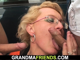 Super-fucking-hot granny picked up and banged outside
