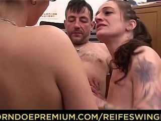 REIFE SWINGER - Swinger splurge in FFM three way with tatted German bi-otches in their 40s