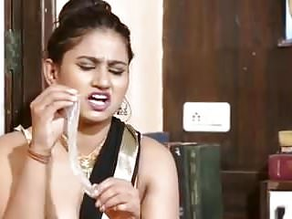 Desi matured aunty effectuation encircling condom