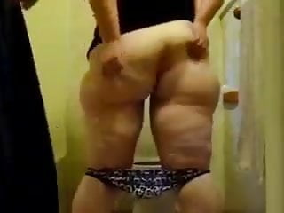 Cuck cleans plumper wifey butt hole for ebony bull