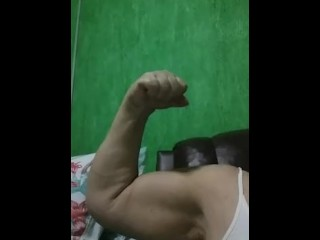 Grannie latin Biceps 2