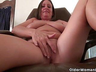 American milf Mary Wana strips retire from togeburnish applyr with plays to burnish apply fore retire fromice