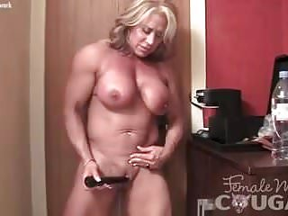 Of age cissified Bodybuilder subcurrent the brush puffed up Clit
